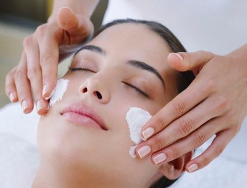 60 Min Deep Cleanse Facial + 40 Min Manicure + 40 Min Pedicure
